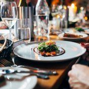 Vino e cibo sui social media